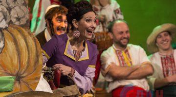 Луганский театр на Оборонной представил премьеру комедийного спектакля «Веселая ярмарка» (ФОТО)