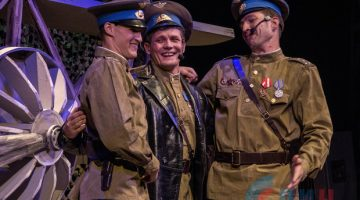 Луганский театр на Оборонной открыл 80-й сезон премьерой «Я люблю тебя, эскадрилья!» (ФОТО)